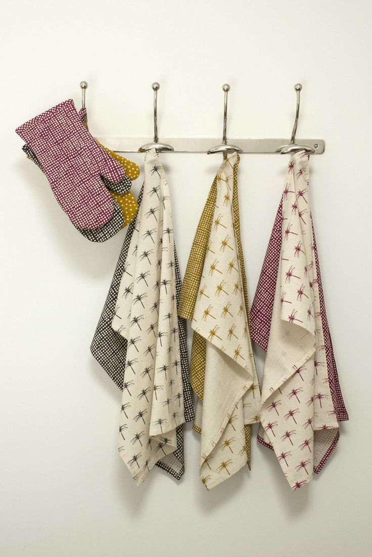 Tea towels and oven mittens #towels #mittens