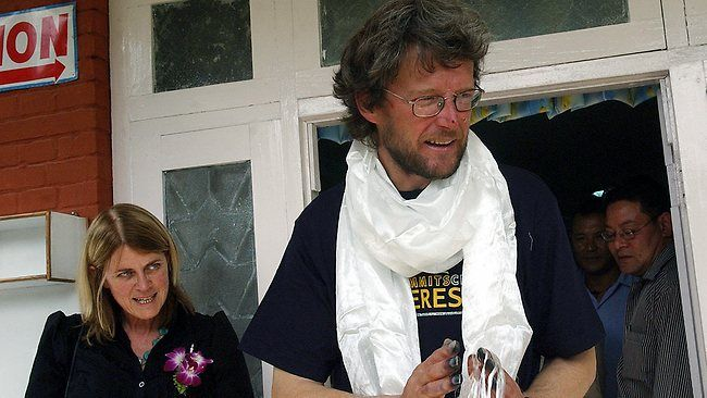 OMG  Lincoln Hall has died of mesothelioma at age 56.  He lived to tell the tale of his apparent death after reaching the summit of Mt Everest in 2006.  Sad news.