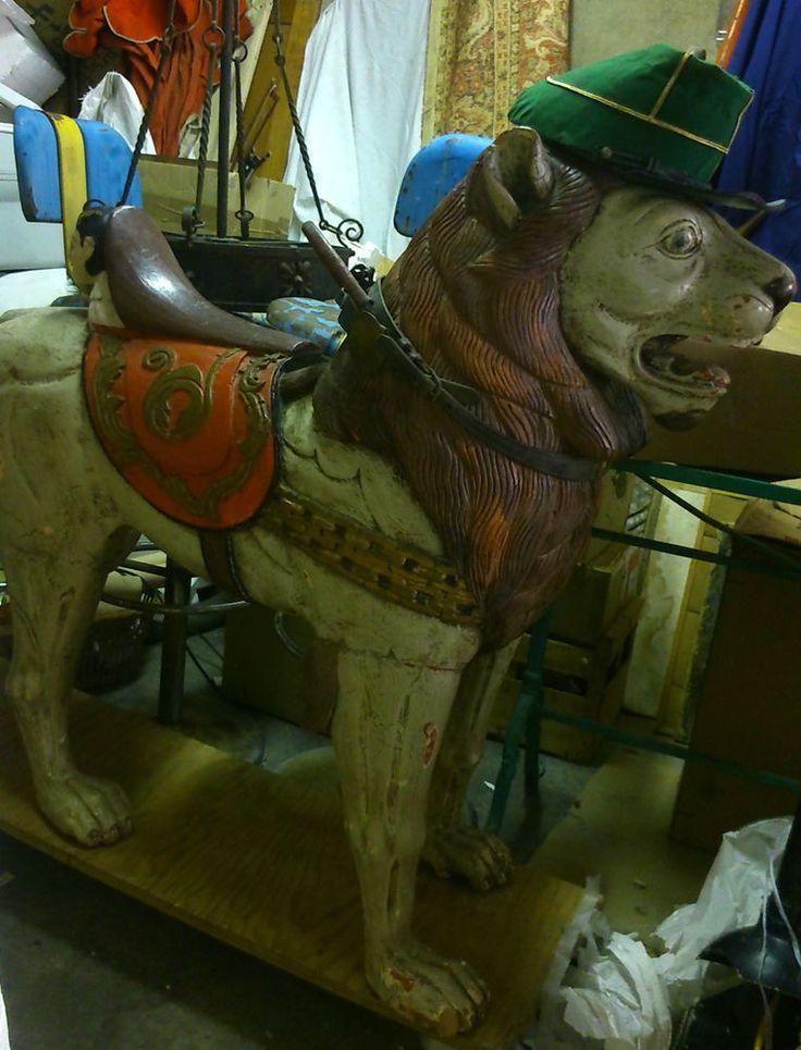 GRAND LION sculpture bois assemblage peint polychrome signé gravé NL Haut 96cms