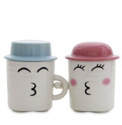 An alluring pair of cup of 4.5 inches with a kissing smiley face would be an amazing gift on this valentine.