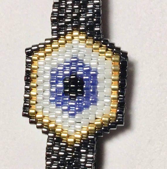 Voici un bracelet que vous devrez jamais enlever de votre poignet, car elle peut correspondre à toutes vos tenues, en toutes circonstances. Le bracelet «mauvais œil» peut aussi vous protéger contre la malchance! Entièrement fait à la main avec la meilleure qualité Miyuki Delica