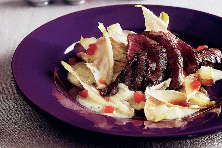 Kijk wat een lekker recept ik heb gevonden op Allerhande! Struisvogelbiefstuk met amandel-gembersaus