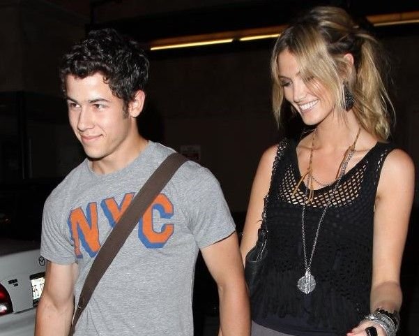 Delta Goodrem Nick Jonas Singer Delta Goodrem went for a younger guy back in 2011. She began dating popstar Nick Jonas. Unfortunately, things did not last more than a year, but we aren't sure that the eight year age gap had anything to do with that.