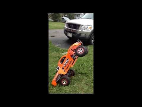 playing with my traxxas part 3 - YouTube