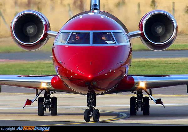 Bombardier Challenger 605. (I love Challengers!!)
