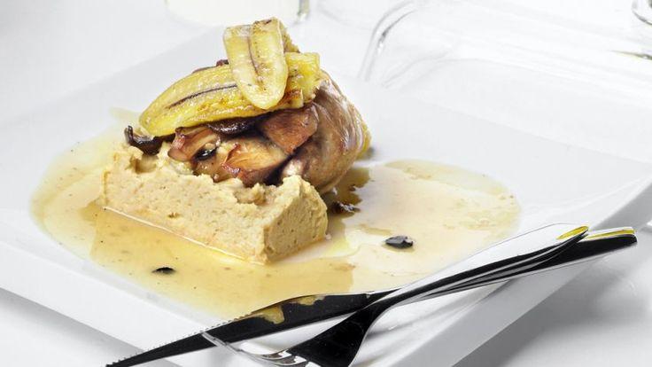 Receta de Muslos de pavo asado con hummus y plátano frito