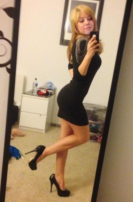 Jeanette Mccurdy Strikes A Not So Subtle Selfie Pose -7911