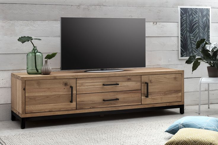 die besten 25 tv wand f r dachschr ge ideen auf pinterest begehbarer kleiderschrank. Black Bedroom Furniture Sets. Home Design Ideas