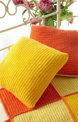 Sunshine Cushion - Free Knitting Pattern from Red Heart Yarns