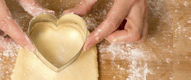 Recept voor Hartvormige appeltaart met appelroosjes en banketbakkersroom van Danna - Koopmans.com