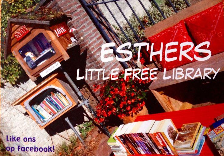 10.09.15 JIPPIE! AANGEKOMEN! Vorige week heb ik op de computer een nieuwe flyer gemaakt voor Est'hers Little Free Library. Om voorin de boeken te plakken. Als informatie of reclamefoldertje. Je mag ze gebruiken om aan anderen te geven. Dus: In het zonnetje een mooie foto gemaakt van de minibieb geheel aangekleed met tafeltje met rood tafelzeil en met boeken erop plus het bankje met rode kussentjes. En de rode begonia dragonwing die volop in zijn bloemetjes staat ontbreekt natuurlijk ook…