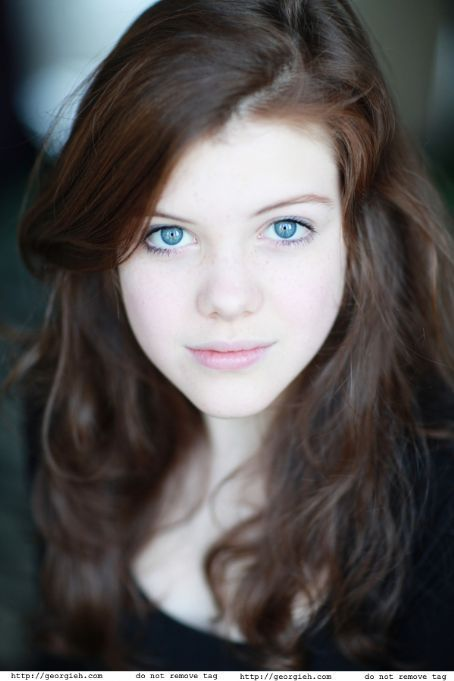 Georgie HenleyHair Colors, Casual Shoes, Dark Hair, Beautiful, Lights Brown Hair, Chronicles Of Narnia, Green Eye, Young Girls, Georgie Henley