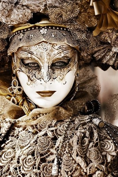 Gold Venetian mask - The use of carnivalesque masks in the Jewish Purim festivities probably originated in the late 15th century, although some Jewish authors claim it has always been part of Judaic tradition