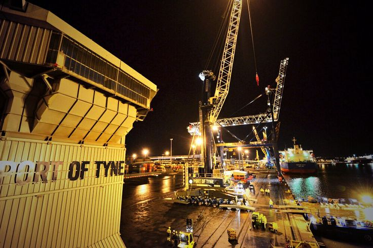 New mobile crane arrives at the Port of Tyne