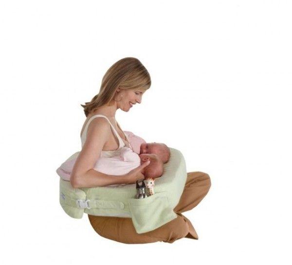 Priestranný vankúš na kojenie je navrhnutý tak, aby ste mohli kŕmiť dve deti naraz, bez asistencie ďaľších ľudí