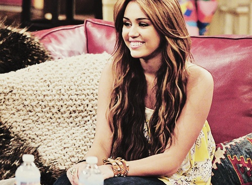 Miley Cyrus, can i please have your hair ?
