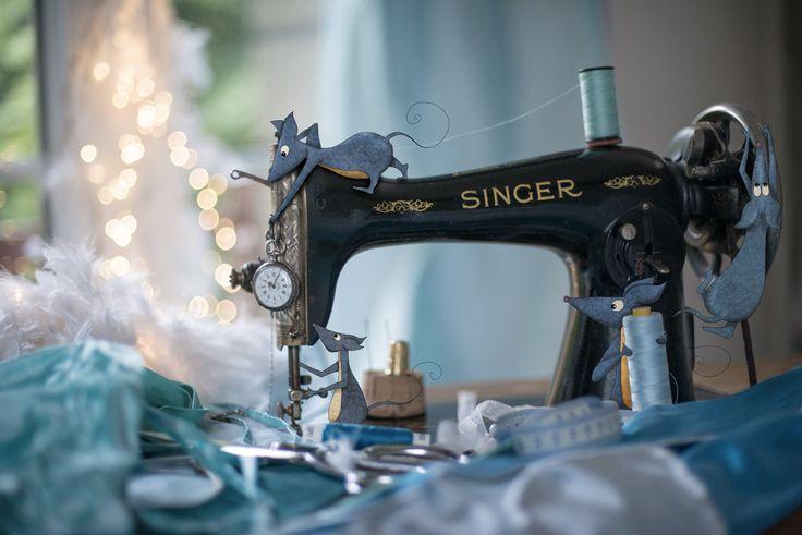 La robe de Cendrillon Lumi Poullaouec - www.lumi.me #conte #fée #cendrillon #bleu #blue #mouse #souris #imaginaire #rêves #singer #couture #soie