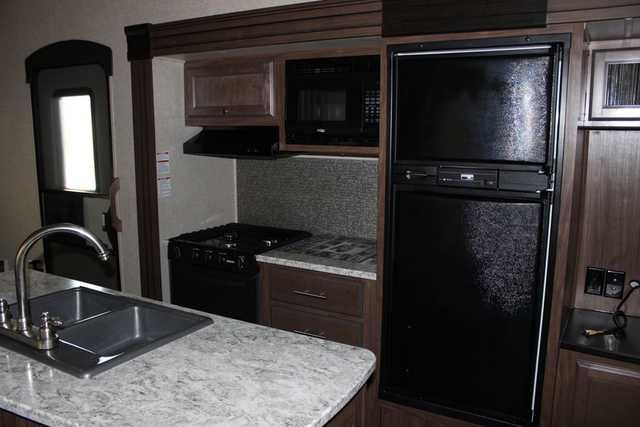 2016 New Heartland ElkRidge Extreme Light E292 Fifth Wheel in Texas TX.Recreational Vehicle, rv, 2016 Heartland ElkRidge Extreme Light E292, New Heartland Elkridge Trailer for sale at the RV Source dealership in Bryan / College Station, Texas! 2016 Heartland ElkRidge Extreme Light E292 Heartland delivers more of what you are looking for in a fifth wheel. Whether you are a full timer or the seasonal traveler you will appreciate the higher level of Innovation, Feature loaded floorplans, Value…