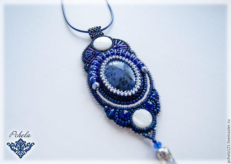 """Купить Кулон """"Лунная ночь"""" - содалит, перламутр, хрустальный жемчуг - тёмно-синий, синий, голубой"""