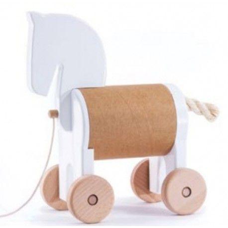Witajcie w poniedziałek:)  Zabawka Bajo 22950 - Konik Skrytka Pony Safebox Biały z Drewna do Ciągnięcia i chowania Skarbów dla Dzieci od 18 miesięcy  Zabawka pomalowana ekologicznymi farbami i bezpieczna dla Dzieci.  Znacie rozmiary skrytki?  http://www.niczchin.pl/zabawki-drewniane/2674-bajo-22950-konik-skrytka-pony-safebox-bialy.html  #bajo #zabawkizdrewna #konik #skrytka #zabawki #niczchin #krakow