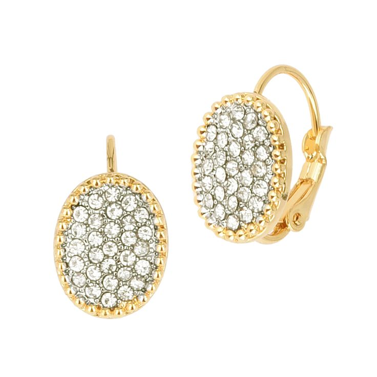 Mommies who doesn't prefer big pieces of jewelries? We have got you covered! This pair of earrings is dainty and subtle.