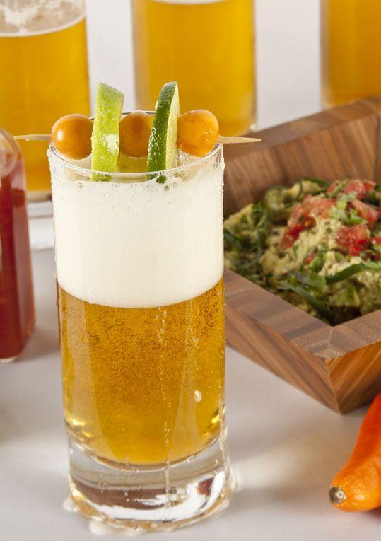 Mira esta innovadora forma de presentar la tradicional cerveza michelada.