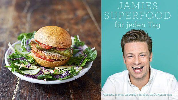 Bei diesem Mega-Veggieburger läuft einem das Wasser im Mund zusammen. Jamie Oliver zeigt, wie man ihn hinbekommt.