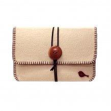 Handmade felt diy cover for tablets, ipad and ipad mini. Leather strap and wooden button  Håndsydd etui til nettbrett og ipad. Selges i flere størrelser. Laget i filt, med en treknapp og reim i imitert skinn.