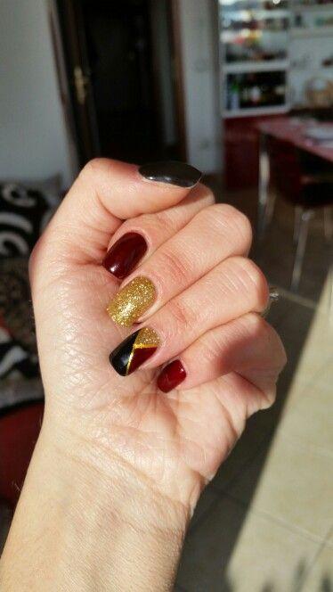 #nailart #nails #gel #glitter #bordeaux #gold #black #unghiemania #winternails