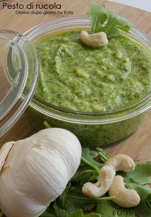 Oggi vi presento una salsa alternativa per condire la nostra pasta preferita, il pesto di rucola con anacardi.
