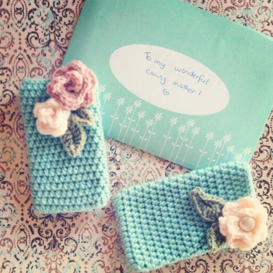 Create a Pretty Crocheted Phone Cover - Guidecentral