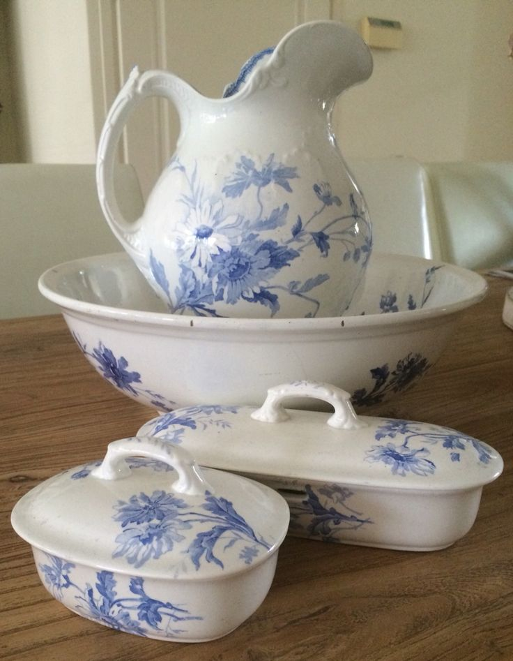 17 best images about basin and ewer on pinterest pink roses pottery and hand painted. Black Bedroom Furniture Sets. Home Design Ideas