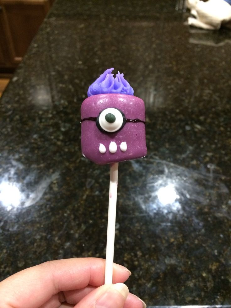 Grape purple minion marshmallow...love makin my marshmallows. Difficulty level: Medium