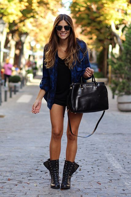 -street_style-studed_booties-botas_tachuelas-bolso_piel_negro-black_leather_handbag-michael_kors-plaid_shirt-camisa_cuadros-ray-ban-clubmaster-fashion-moda-polaroid-5 by Trendy Taste, via Flickr
