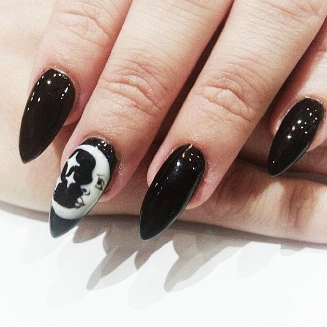 Now thats a puuurfect combo, rad black moon nails by #nailsbybreee #nailinspo�