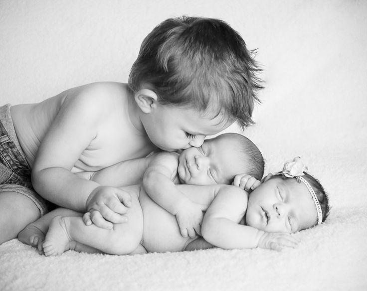 Newborn Twins with Sibling, Newborn Twins Posing, Melanie Mayes Photographer