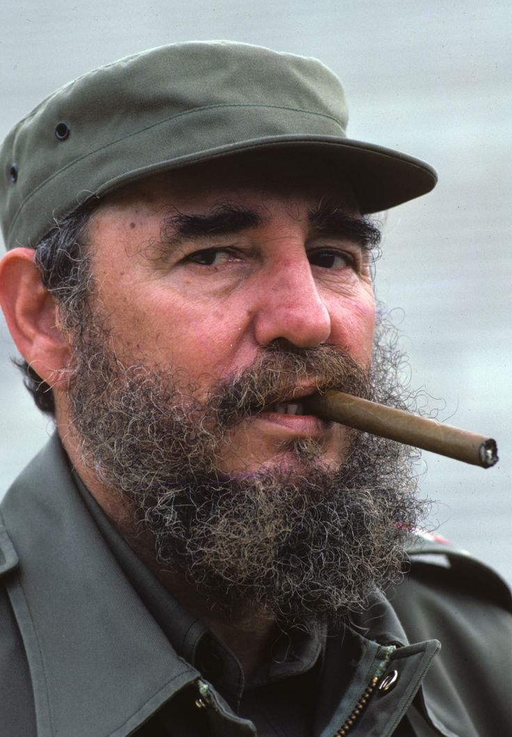 Famous People Who Smoke Cigars | Fidel Castro smoking a Cohiba cigar in Havana, Cuba, 1984