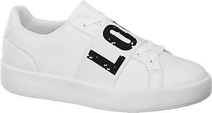 Der Sneaker von Graceland ist nahezu komplett in Weiß gehalten – mit Ausnahme eines frontalen Message Prints, der in Schwarz auf unifarben weißem Grund besonders gut zur Geltung kommt. Das Obermaterial ist in Lederoptik gestaltet, das Innenmaterial besteht aus softem Mesh und Textil. Auch die Schnürsenkel und die Laufsohle sind weiß. Für einen guten Sitz sorgt die verstärkte Fersenpartie.