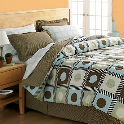 The Big One Barclay Reversible Bed Set This One Is Really Nice And I Like The Square Pattern On The Sheets Too