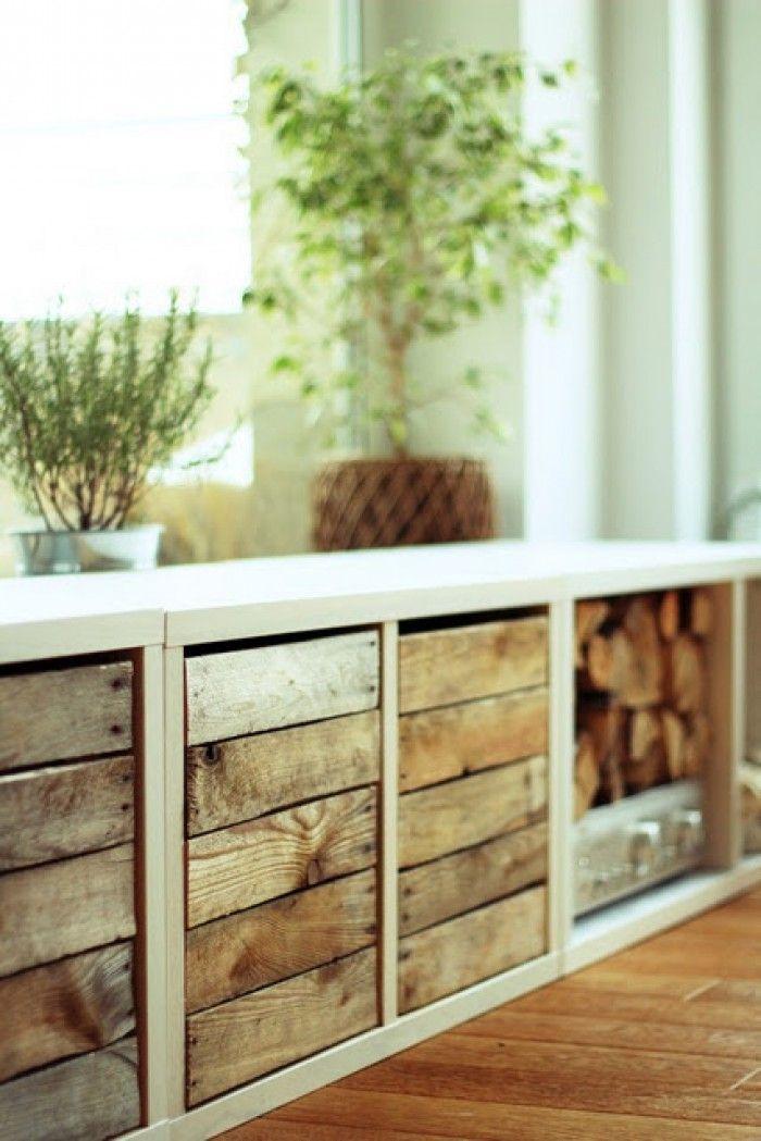 Witte kast met houten laden in sloophout, ook nog plaats voor hout van de open haard