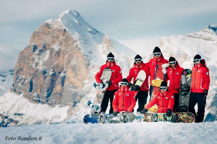 Here our snowboard instructors team of Cortina Ski School Scuola Sci Cortina - Cortina d'Ampezzo - Dolomiti - Foto Bandion.it