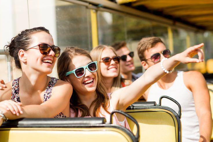 Tipps um sich vor der Hitze zu schützen! Was Sie bei starken Sonnenstrahlen beachten sollten, besonders wenn Sie zu der Kategorie ältere Menschen, Schwangere, Menschen mit Krankheiten (Bluthochdruck, Herzkrankheiten usw.) und Kinder gehören. Sollten diese Symptome Übelkeit, Schwindel, Anstieg der Körpertemperatur, Verwirrtheit, starke Kopf- und Nackenschmerzen bei ihnen auftreten, so suchen Sie direkt ein Krankenhaus auf. Hiermit können Sie sich vor den Sonnenstrahlen schützen!