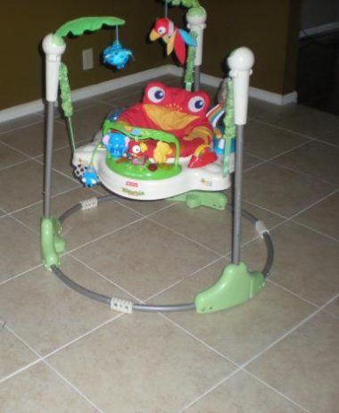 http://www.genderneutralbabyclothes.com/category/fisher-price-jumperoo/ Povećaj. Fisher Price Rainforest Jumperoo