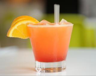 Cocktail de fruits variés : http://www.fourchette-et-bikini.fr/recettes/recettes-minceur/cocktail-de-fruits-varies.html
