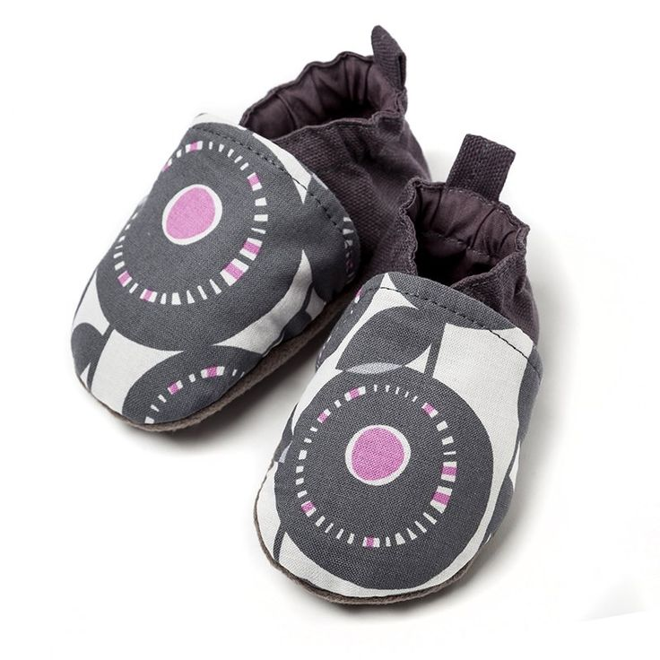 Liliputi Babywearing Shoes - Peony   * organic cotton babywearing shoes with soft micro-polar fleece sole comfortable, breathable textile outside easy to put on with a flexible strap that keeps them on/in place * colours in harmony with the Liliputi Rainbow Collection * in 3 sizes: from 0 to 12 months