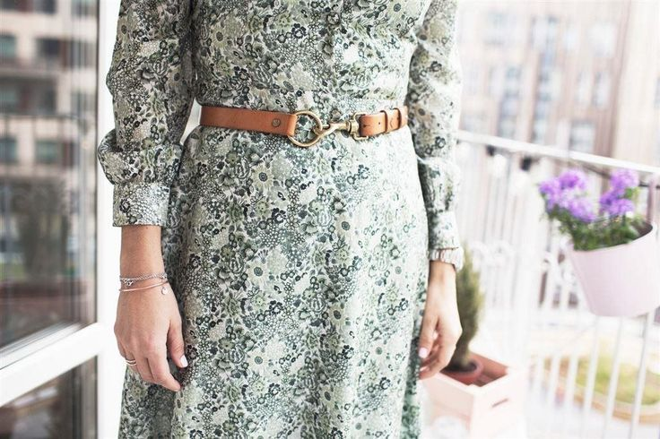 Retro klänning 50-60 tal blommig vit/grön st. 38 helfodrad på