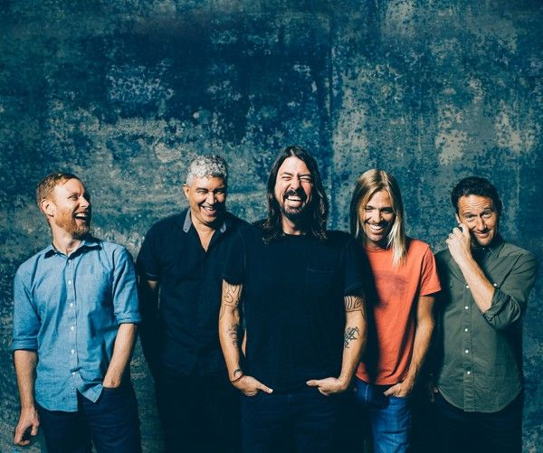 Foo Fighters Confirm Glastonbury Headlining Gig in NME Acceptance Speech, American Songwriter, Songwriting