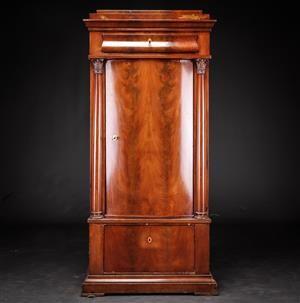Vare: 4203356Christian VIII. Piedestalskab af mahogni, midten af 1800-tallet