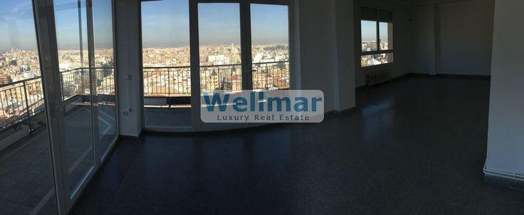 Descubre este piso en Plaza San Agustín en venta con unas vistas inmejorables de la ciudad de Valencia y en pleno centro financiero.