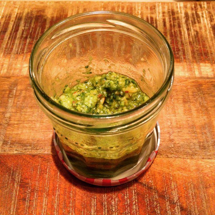 Deze variant pesto is verrassend lekker, makkelijk te maken en heeft ook nog gezondheidsvoordelen.